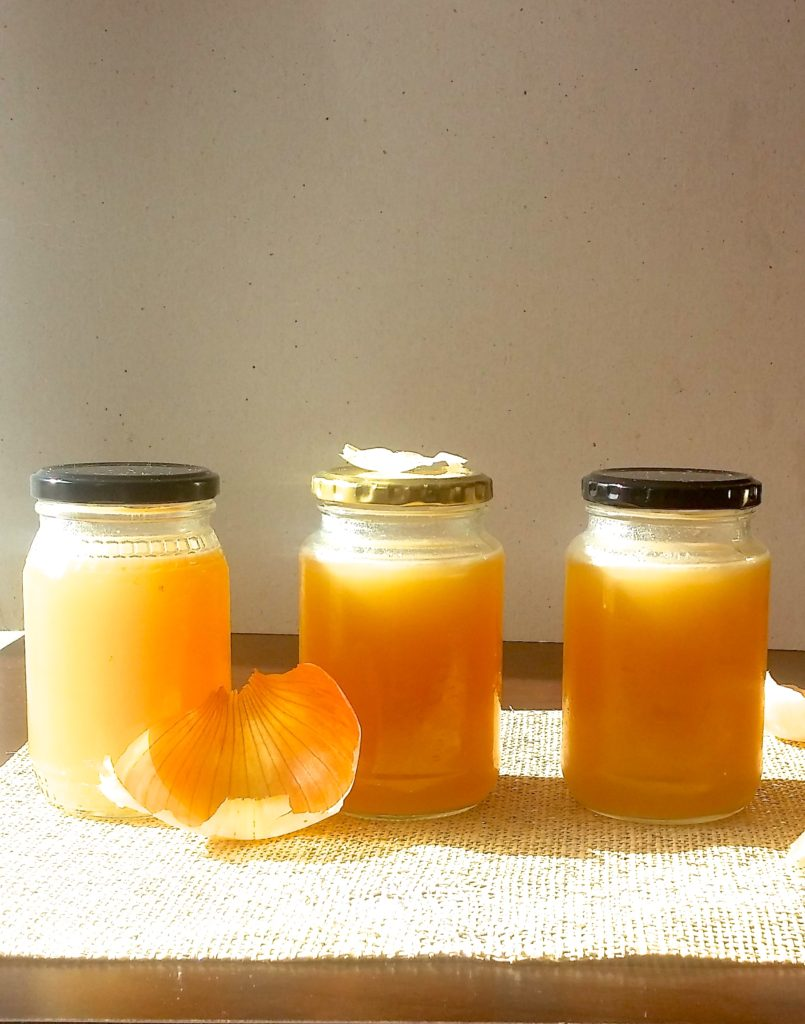 Quick and easy homemade chicken stock|www.andthentherewasfood.co.za